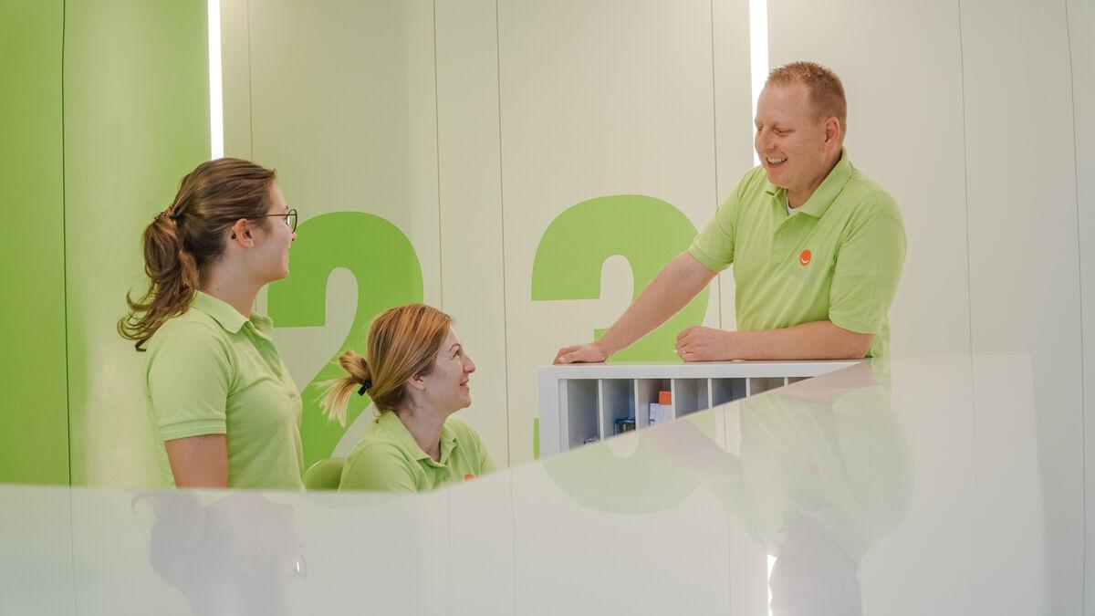Zahnarzt Kogler mit Mitarbeiter