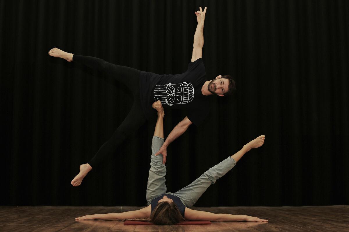 simon kathan yoga